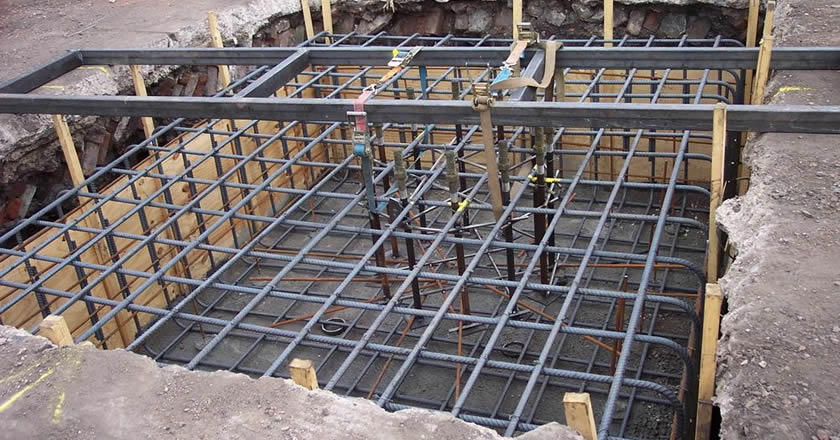 Several PC high carbon steel wires form a grid shape in a square pit of road so as to reinforce the structure